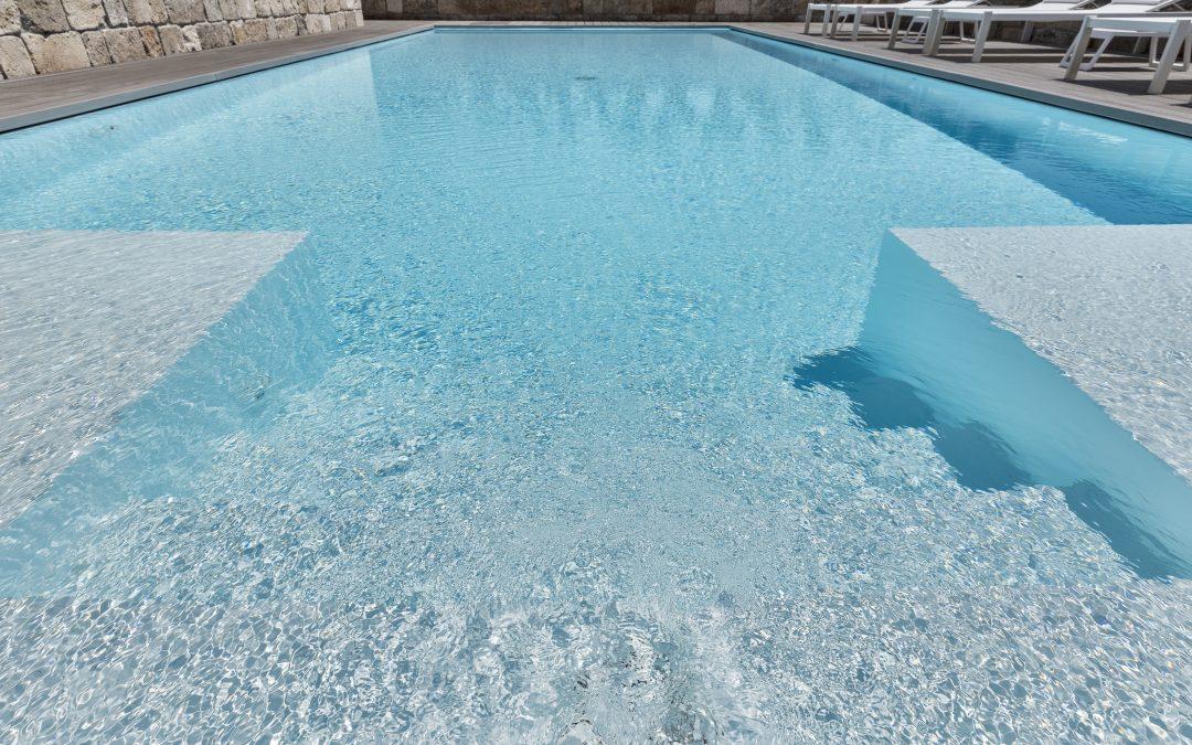 La manutenzione della piscina: pulizia automatica o manuale?