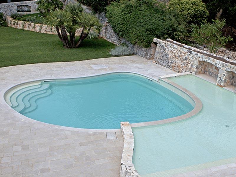 Meglio scegliere una piscina a skimmer o a sfioro?