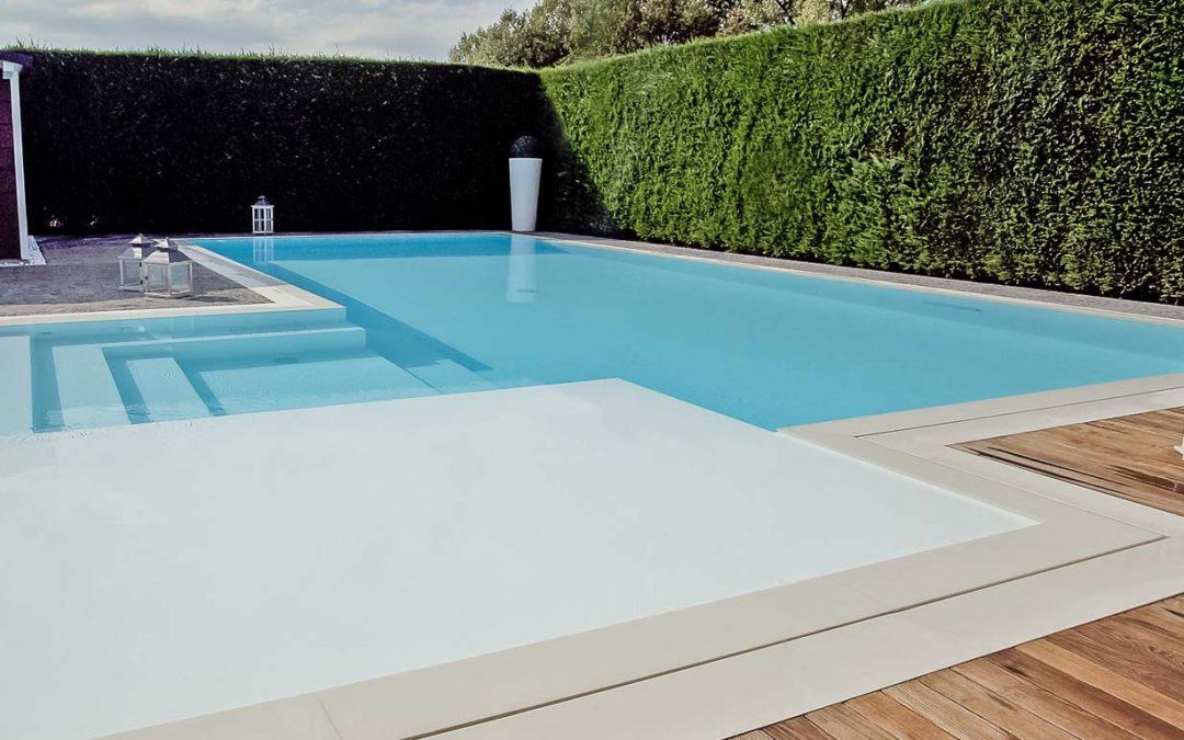 Scale e zona spiaggia…sicurezza e relax all'interno della piscina