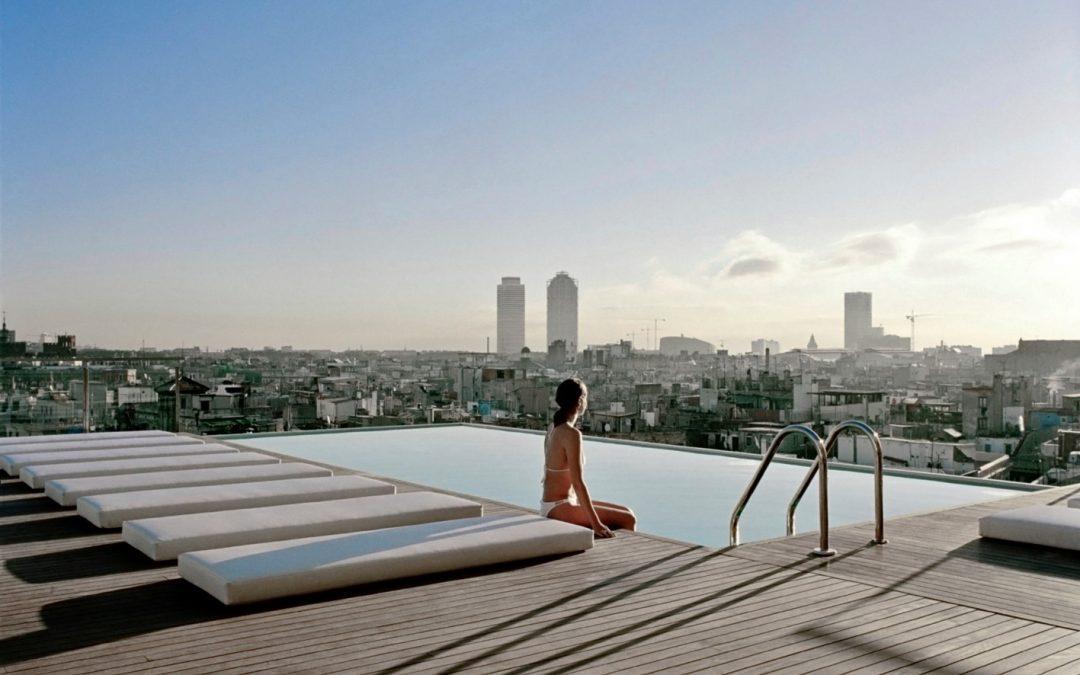 Valorizzare il terrazzo con una piscina